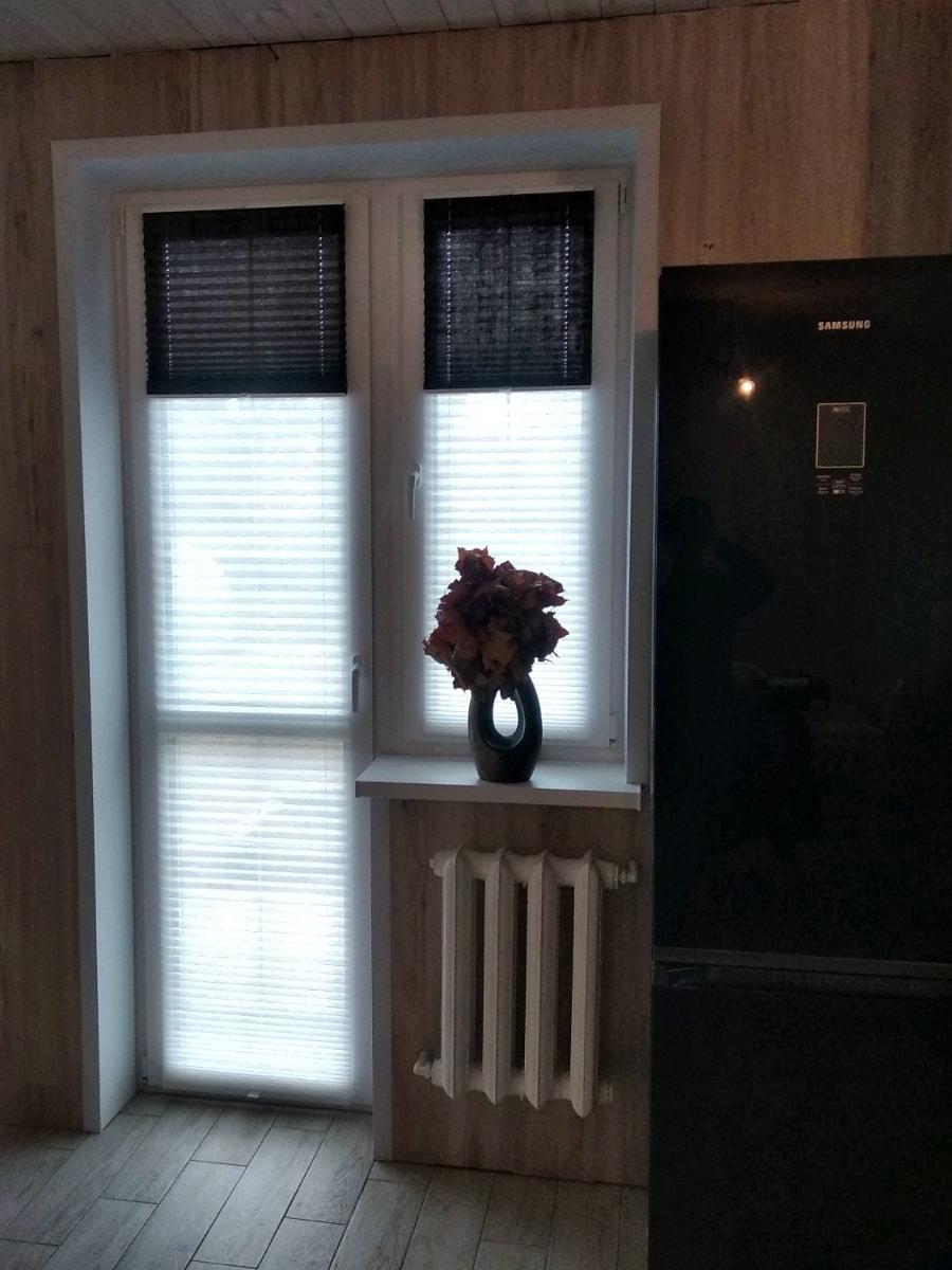 шторы плиссе фото на окно с балконной дверью