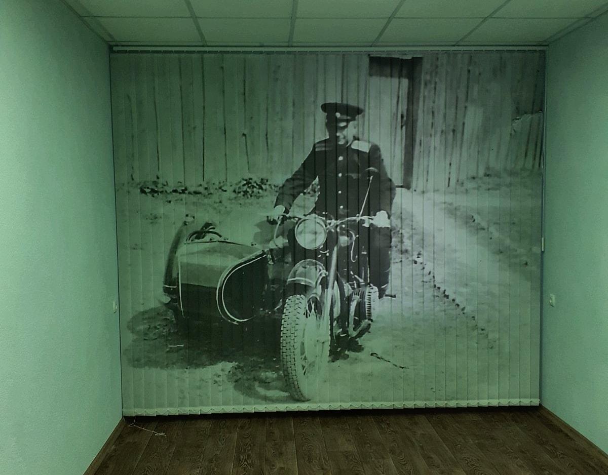 жалюзи вертикальные с рисунком мотоцикла